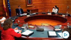 Pedro Sánchez y Pablo Iglesias, durante un consejo de ministros extraordinario. (Foto: Moncloa)