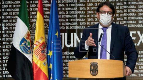 El vicepresidente segundo de la Junta de Extremadura y consejero de Sanidad, José María Vergeles. Efe.
