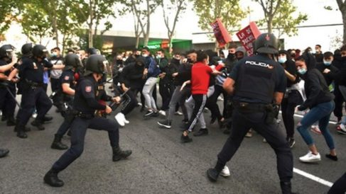 Cargas policiales en Puente de Vallecas.