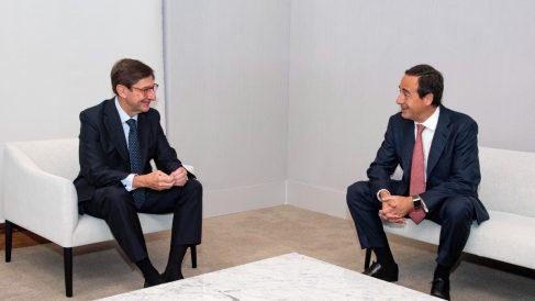 José Ignacio Goirigolzarri, presidente de Bankia y que será presidente ejecutivo de la nueva entidad, y Gonzalo Gortázar, el consejero delegado de CaixaBank y que será consejero delegado de la nueva entidad.