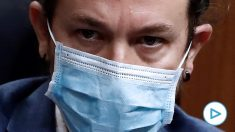 La mirada de odio con la que Pablo Iglesias miraba a Santiago Abascal durante la moción de censura contra Pedro Sánchez presentada por Vox. Foto: EFE