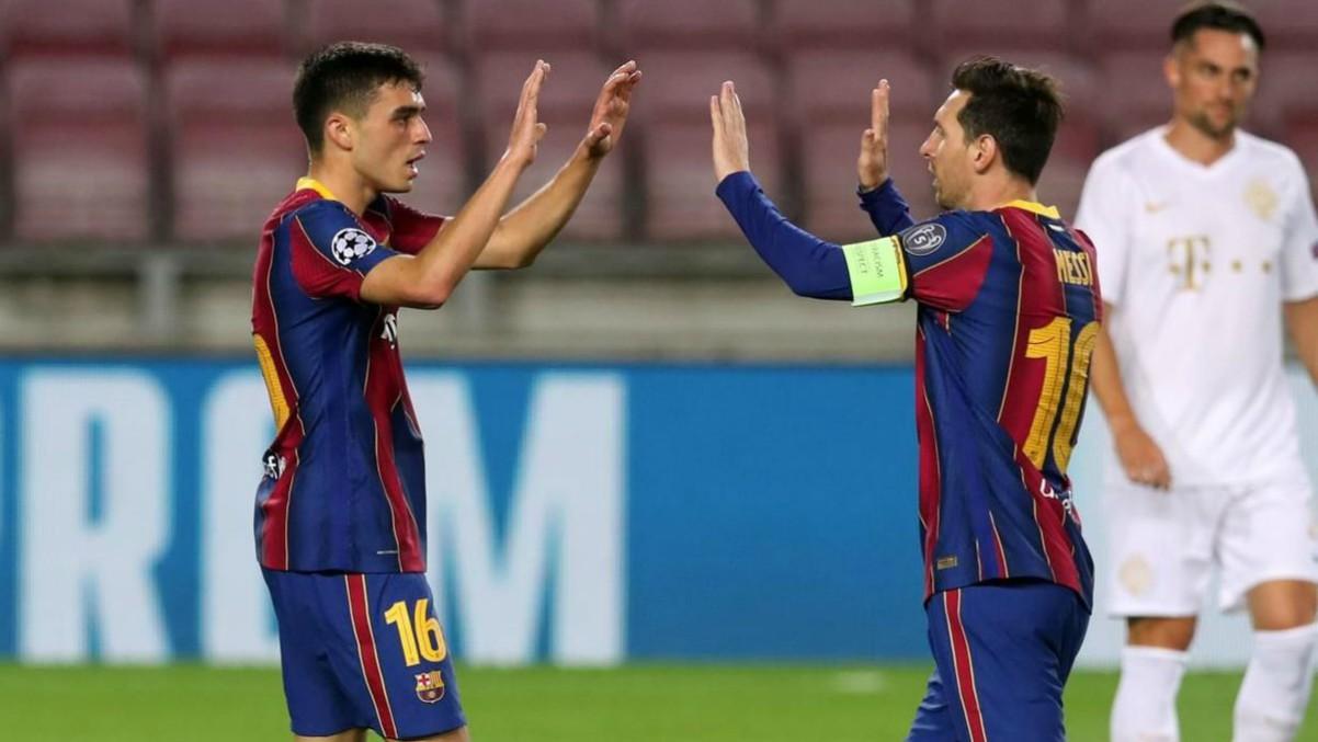 Pedri celebra su primer gol en la Champions en el Barcelona-Ferencvaros con Leo Messi. (fcbarcelona.es)