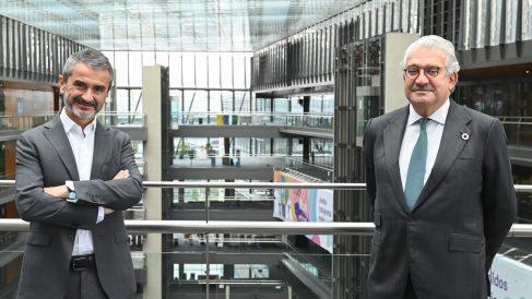 De izda. a dcha: El presidente de Fundación Adecco, Enrique Sánchez y el CEO de Endesa, José Bogas,  en la sede de Endesa en Madrid