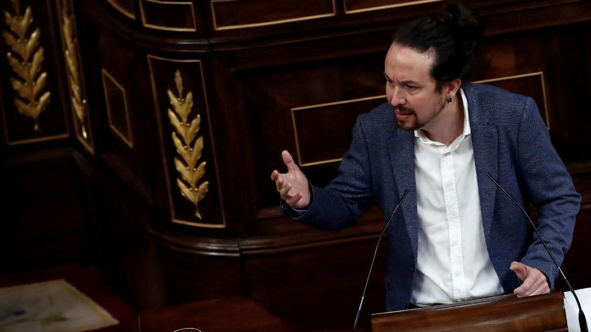 Pablo Iglesias se dirige a Pablo Casado. Foto: EFE