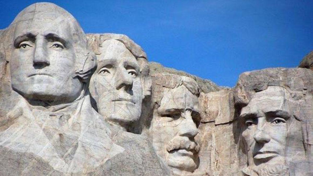 El 31 de octubre de 1941 finaliza el monumento del monte Rushmore