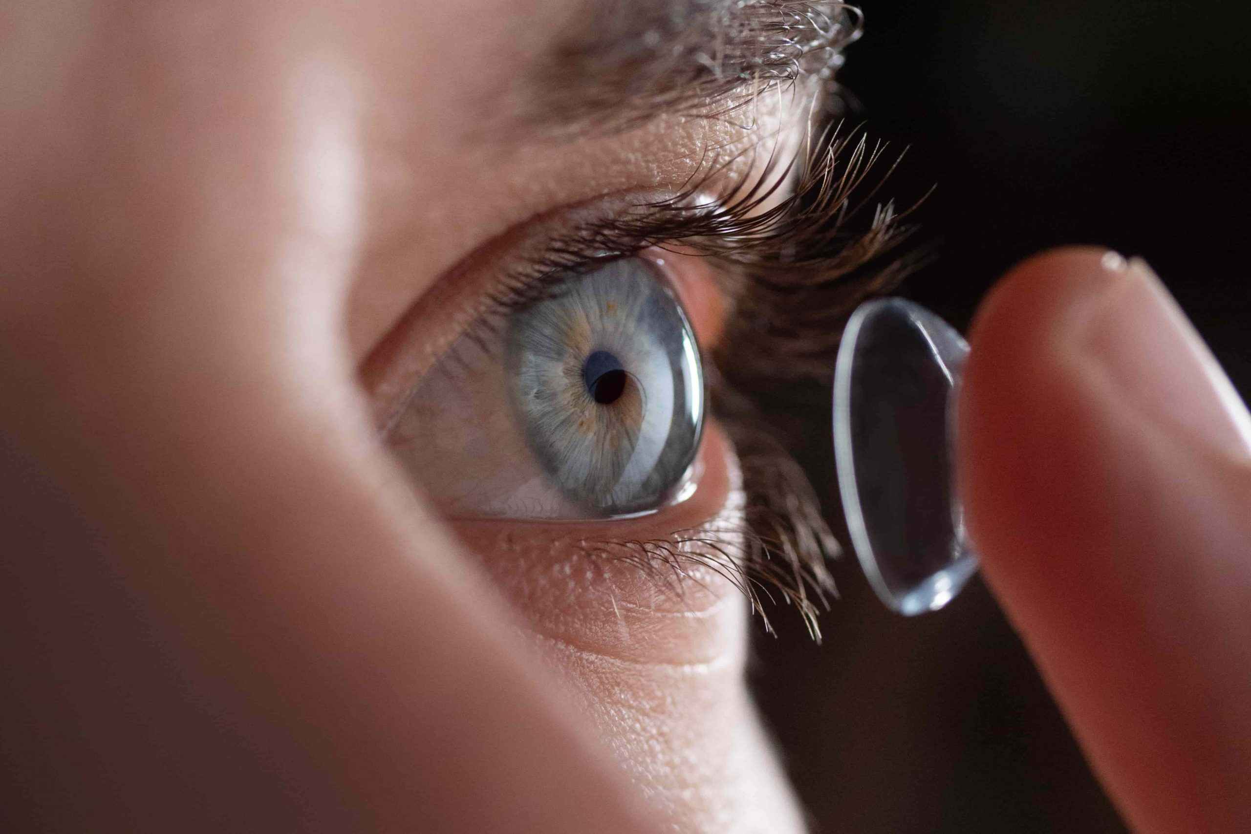 Hawkers avanza en su estrategia 'online' e irrumpe con fuerza en el mercado de lentillas diarias
