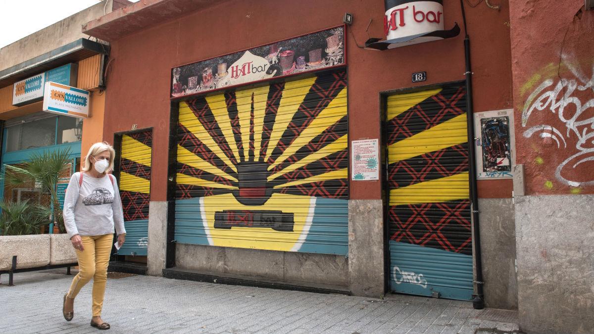 Fachada del bar en cuyo exterior supuestamente habría sido vista Francina Armengol. (Foto: Efe)