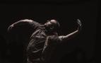 Palabra y movimiento: Daniel Doña presenta Retrospectiva 2.0  en el Festival Dansat de Barcelona