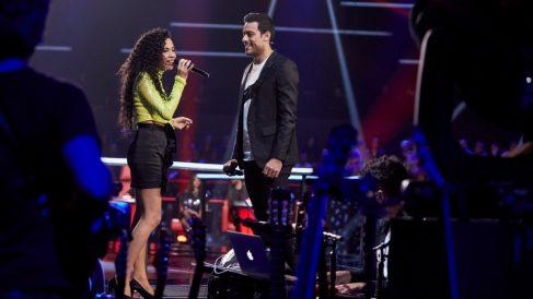 Carlos Rivera y Daniela Pobega