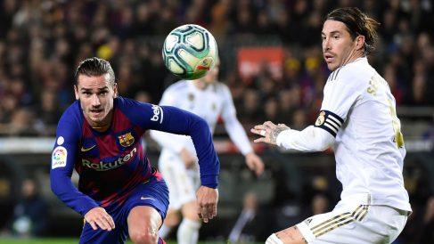 Griezmann y Ramos en el último Clásico disputado en el Camp Nou (AFP)