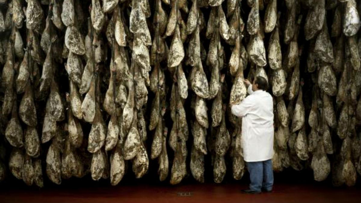 José Gómez Martín en el curadero de jamones de Cárnicas Joselito en Guijuelo (Salamanca), en una foto publicada en la web corporativa de la compañía.