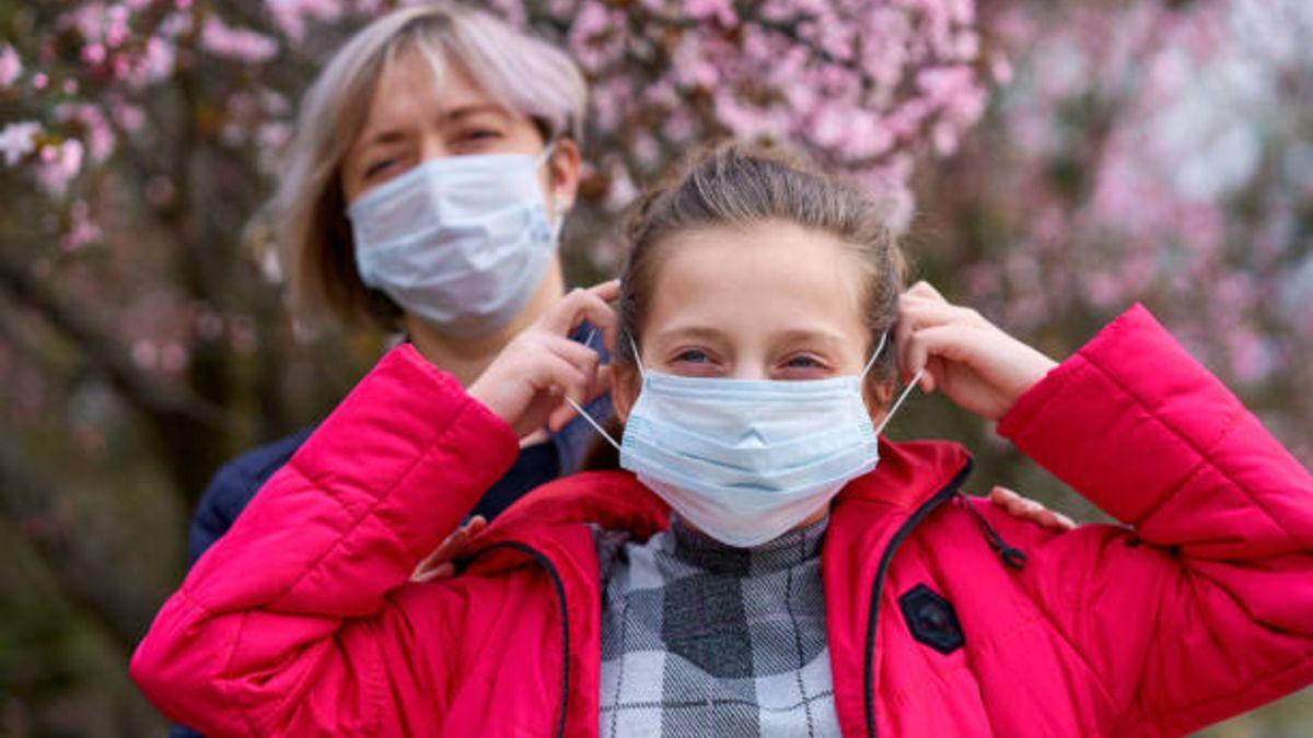 Los niños sintomáticos tendrían más carga viral que los asintomáticos