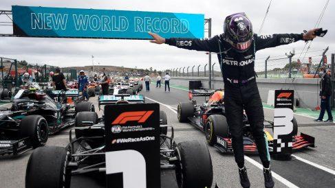 Lewis Hamilton gana el Gran Premio de Portugal. (AFP)