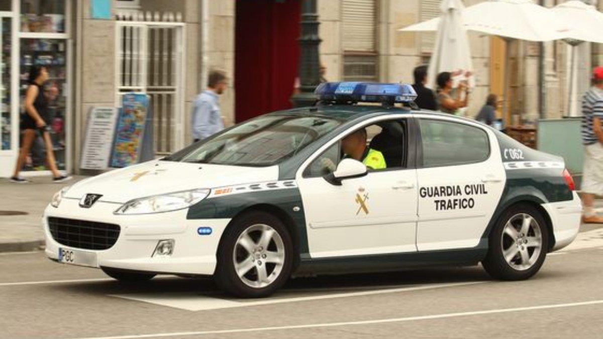 La Guardia Civil detiene a tres varones que importaban vehículos de lujo y falseaban sus datos