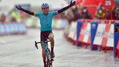 Ion Izagirre celebra su victoria en Formigal. (AFP)