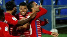 Montoro celebra el gol junto a sus compañeros. (EFE)