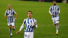 Oyarzabal celebra uno de sus goles. (EFE)