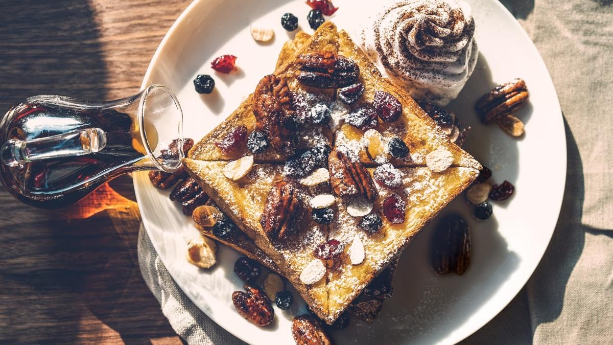 Tostadas francesas con frutos secos y miel