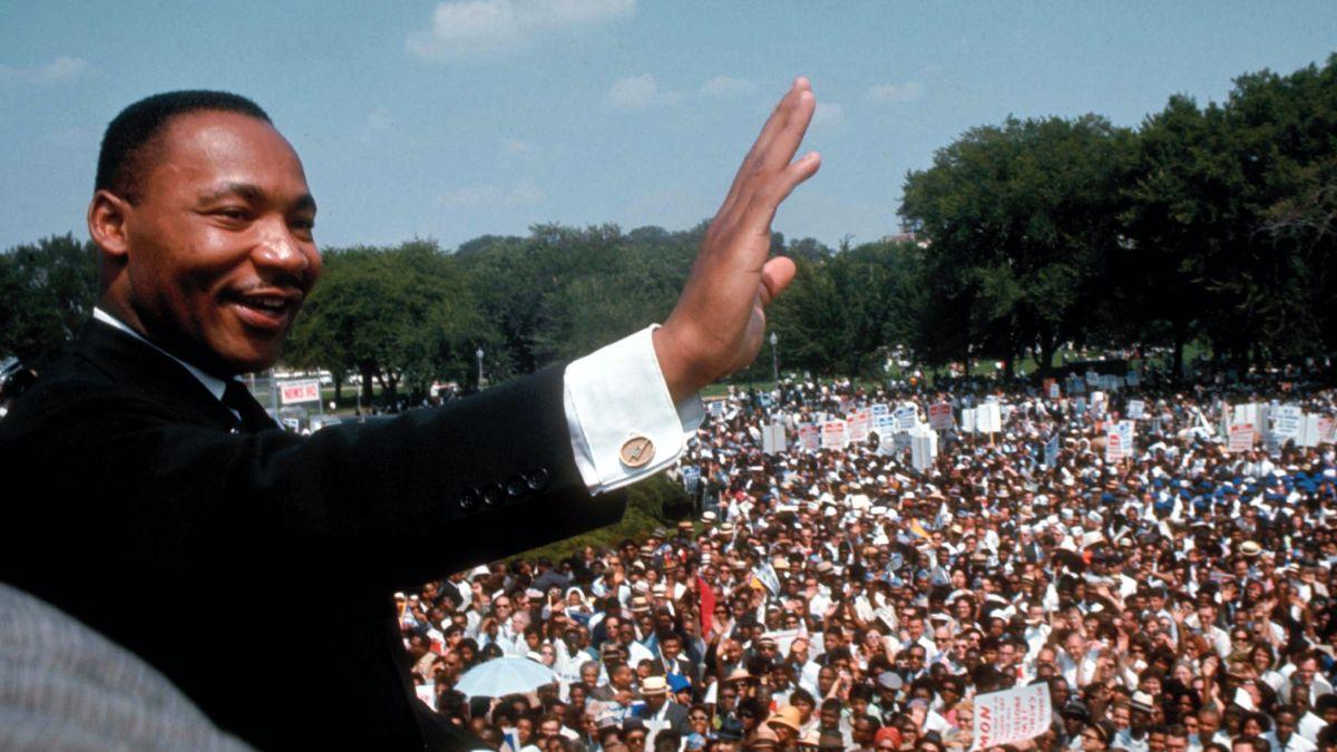El 2 de noviembre de 1983 se designa el día a Martin Luther King Jr
