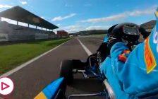 Fernando Alonso muestra su tremenda habilidad encima de un kart
