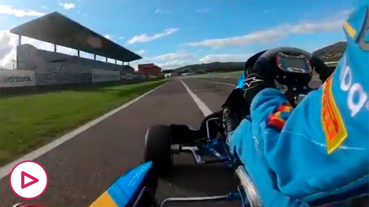 Fernando Alonso, volando en un kart.