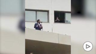 Twitter: Antonio Orozco realiza un concierto sorpresa para los sanitarios del hospital de Bellvitge