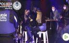 Tres detenidos por enfrentarse a la policía que desalojaba una fiesta ilegal en un bar de Madrid