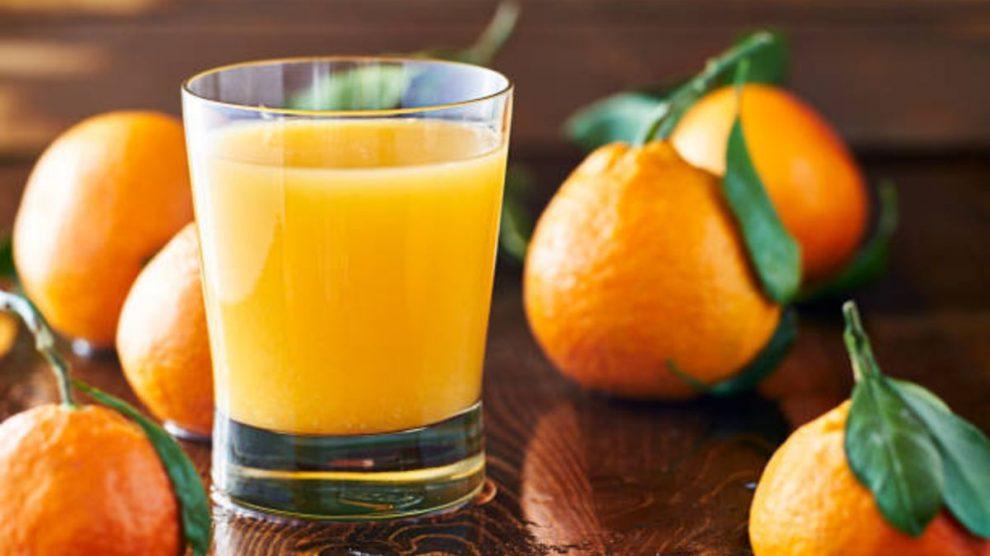 Los motivos para beber un zumo de naranja al día