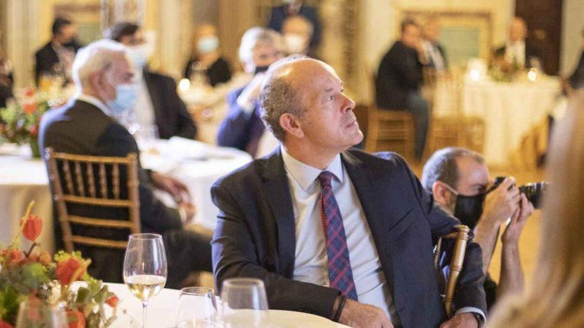 El ministro Juan Carlos Campo sin mascarilla. (Foto: 'El Español')