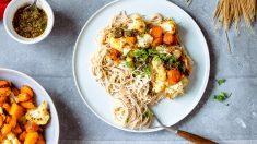 Espaguetis integrales con pesto de zanahoria y verduras