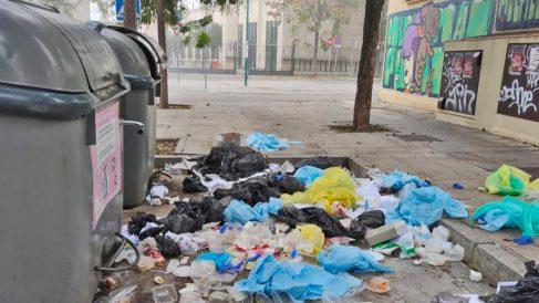 Residuos sanitarios en el bario de la Macarena (Sevilla).