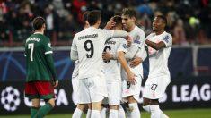 Los jugadores del Bayern celebran el gol de Kimmich. (AFP)