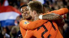 Malen celebra un gol con la selección de Holanda. (AFP)