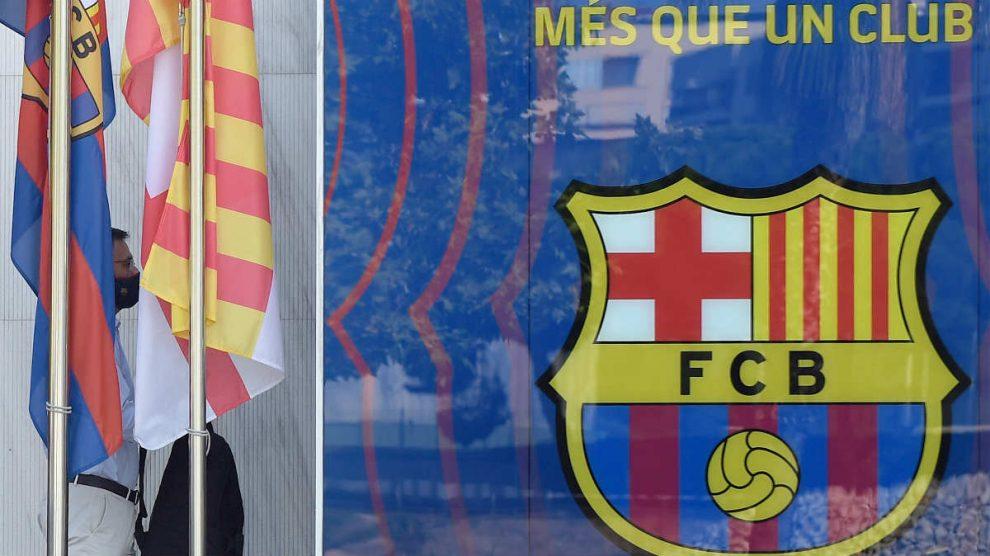 Josep María Bartomeu, a su llegada al Camp Nou tras el 'Messigate'. (AFP)
