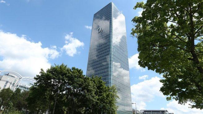 Telefónica vende las torres de Telxius en Europa y Latinoamérica a American Power por 7.700 millones