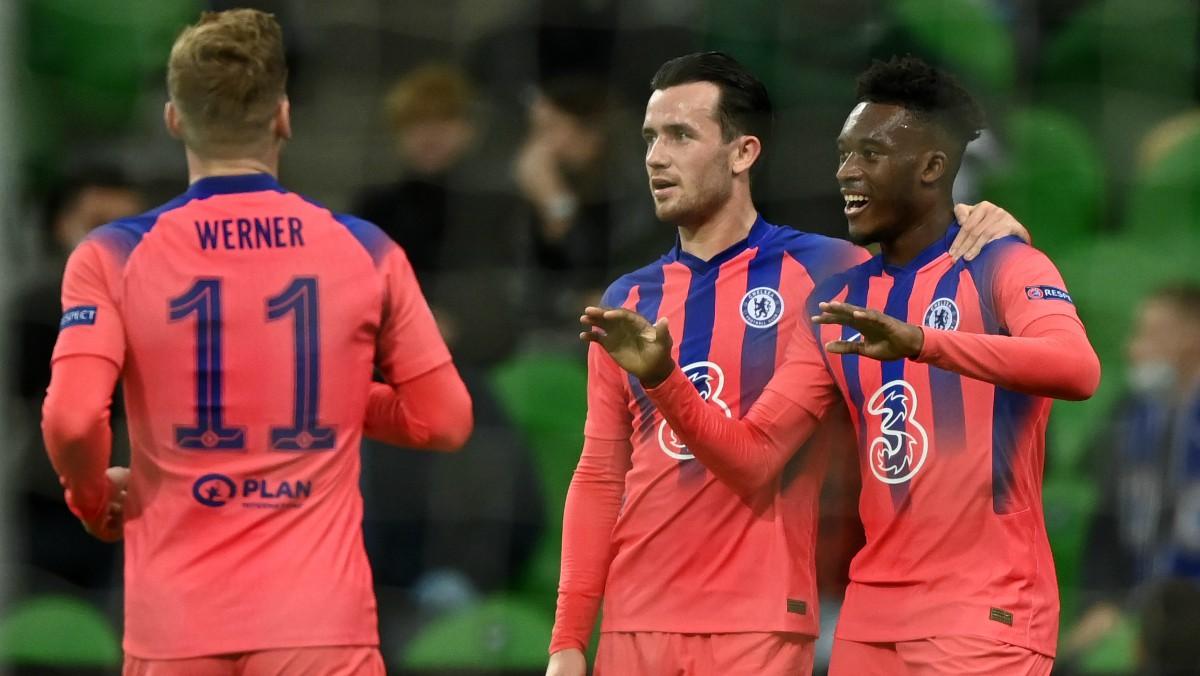 Hudson-Odoi celebra un gol con sus compañeros. (AFP)