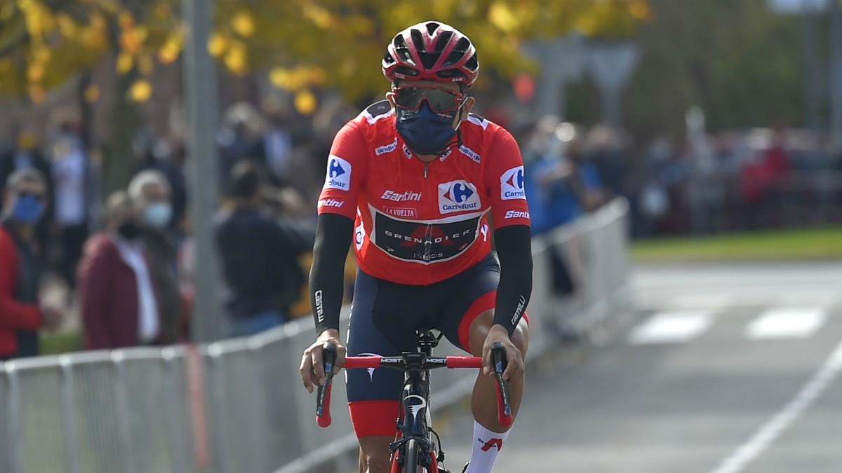 Richard Carapaz, con el maillot rojo de líder de la Vuelta a España. (AFP)