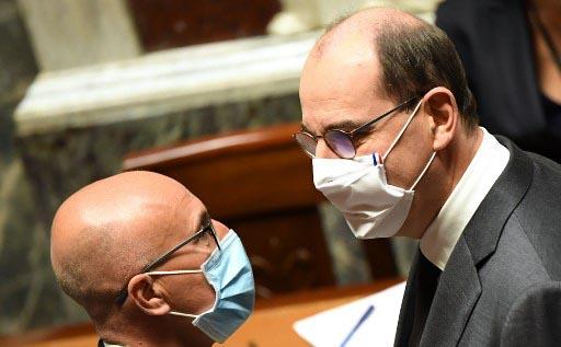 El primer ministro Jean Casteix en la Asamblea Nacional tras conocer el atentado yihadista de Niza. Foto: AFP