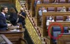 El escaño del presidente Pedro Sánchez vacío mientras Pablo Casado, líder del PP, se dirige a él.