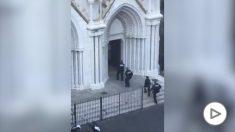 atentado niza catedral notre dame policias entrando yihadista