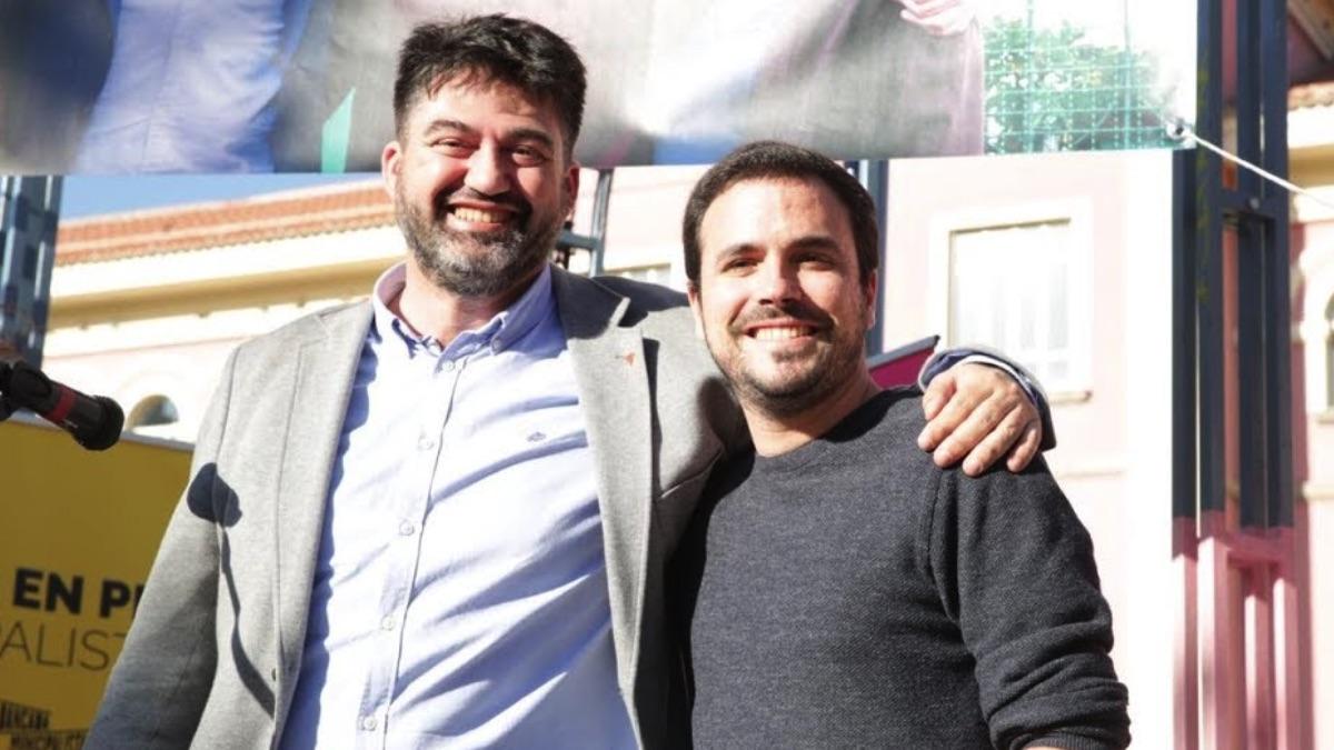 Carlos Sánchez Mato junto a Alberto Garzón. (Foto: IU)