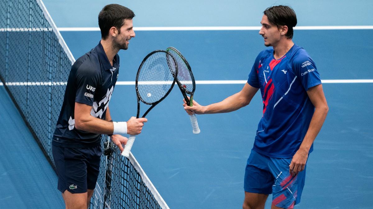 Djokovic fue humillado por Lorenzo Sonego. (AFP)