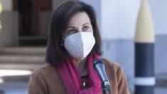 La ministra de Defensa, Margarita Robles, en una visita a una Unidad de Vigilancia Epidemiológica.