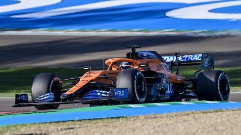 Carlos Sainz durante la sesión de clasificación para el Gran Premio de Emilia-Romaña. (AFP