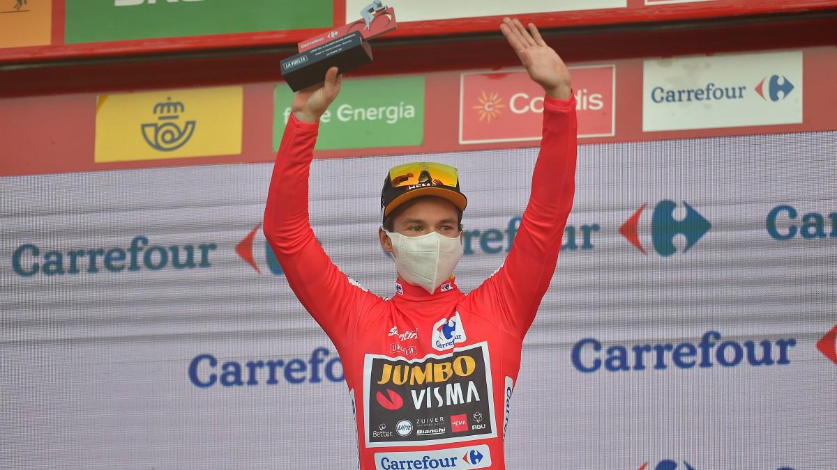 Primoz Roglic mantiene el maillot rojo que le acredita como líder de la Vuelta a España. (AFP)