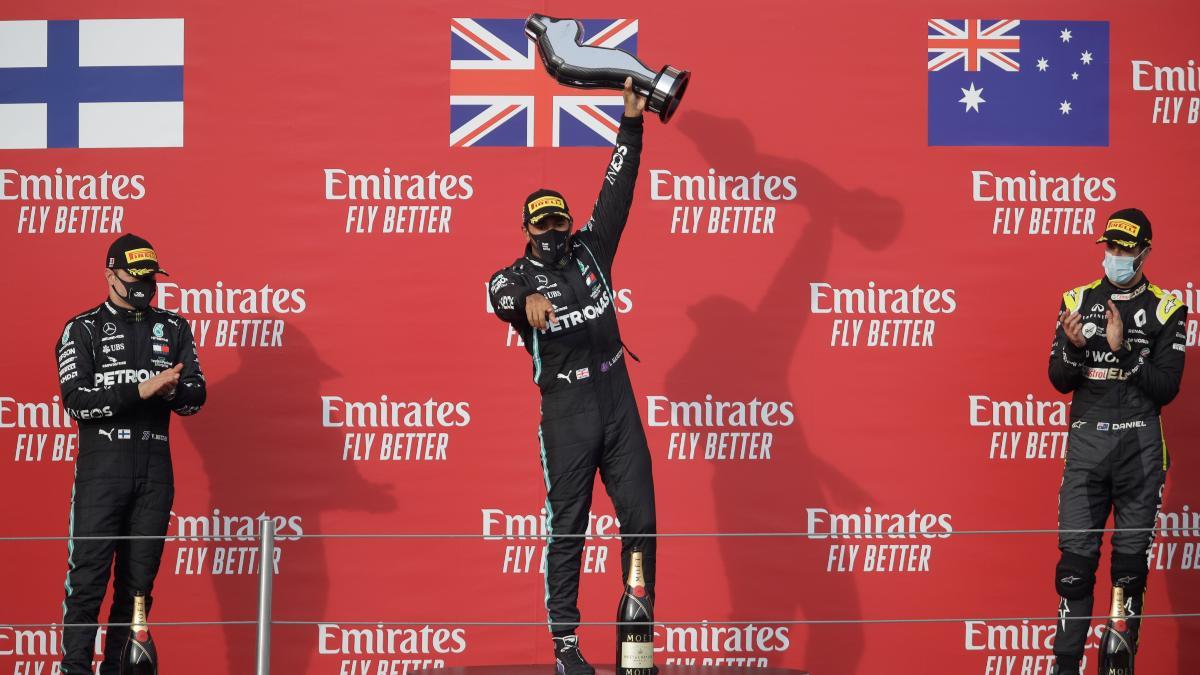 Hamilton, Bottas y Ricciardo en el podio tras el Gran Premio de Emilia-Romaña. (AFP)