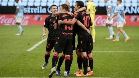 Los jugadores de la Real Sociedad celebran un gol ante el Celta. (AFP)