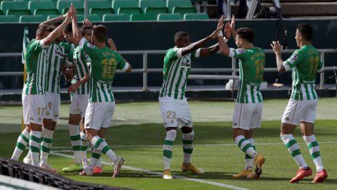 Los jugadores del Betis celebran un gol. (EFE)