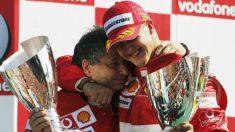 Michael Schumacher se abraza con Jean Todt. (Getty)