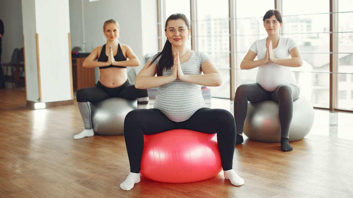 Embarazada, ejercicios con pelota